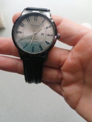 Montre avec bracelet en cuir noir