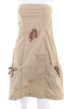 QS by s.Oliver schulterfreies Kleid beige Logo-Applikation aus Metall