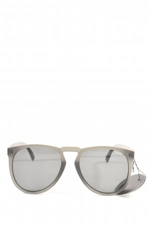 Quay Oval Sunglasses light grey casual look