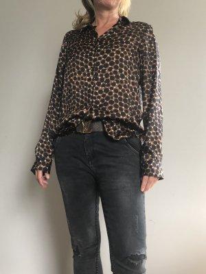 Raffinierte Bluse mit silberknöpfen