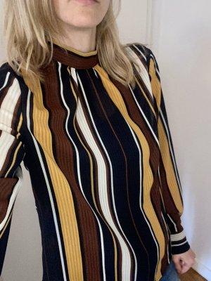 Raffinierte Bluse mit Stehkragen aus 2019