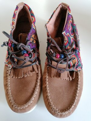 Rauleder - Schuhe mit Ethno-Muster