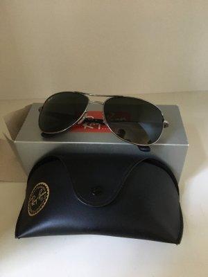 Ray Ban Sonnenbrille -vielleicht ein Geschenk für den Freund ?
