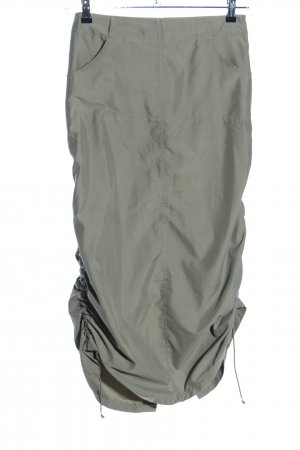 Falda larga caqui look casual