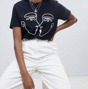 Reclaimed Vintage - Inspired - T-Shirt mit sich küssenden Gesichtern