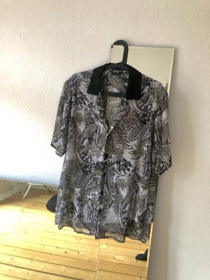Reclaimed Vintage Kurzarmbluse mit Paisley Muster, leichter semi-transparenter Stoff