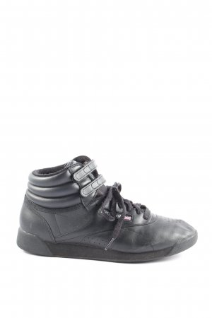Reebok High Top Sneaker black casual look