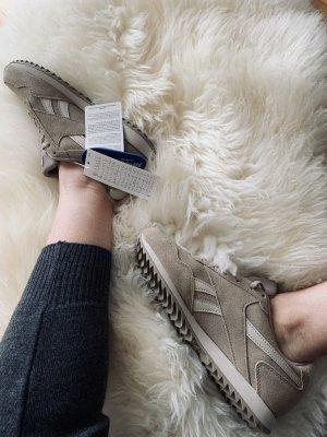 Reebok sneaker in beige