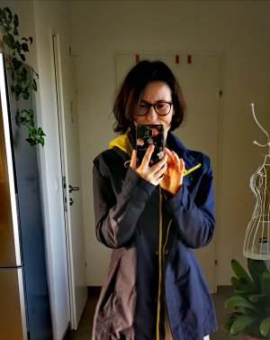 Imperméable jaune-bleu foncé