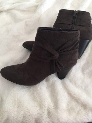 Ariane Zipper Booties dark brown
