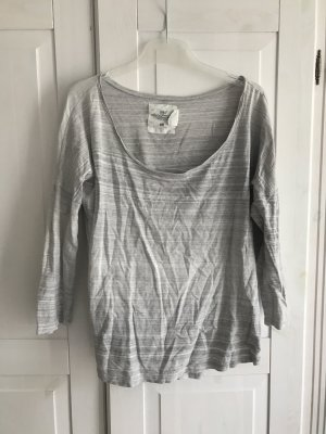 Relativ breit geschnittenes Sweatshirt