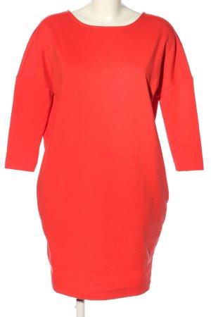 Reserved Falda estilo lápiz rojo look casual