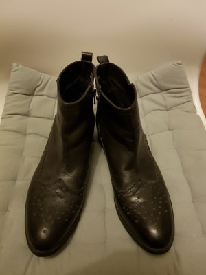 Reserved Boots