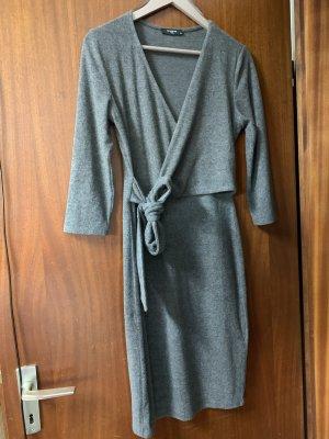 Reserved Vestido cruzado gris-gris claro