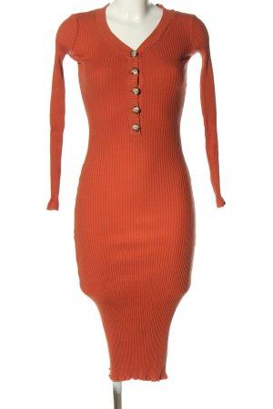 Reserved Vestido de tubo rojo look casual