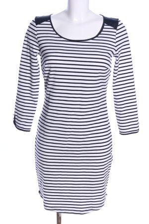 Reserved Sukienka o kroju koszulki biały-czarny Na całej powierzchni