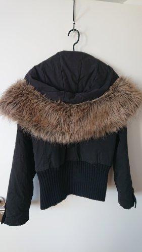 REVIEW Jacke (schwarz )mit Kapuze