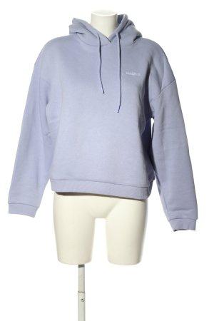 Review Kapuzensweatshirt blau Schriftzug gestickt Casual-Look