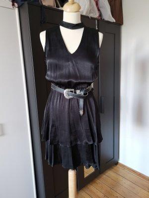 Review Kleid mit Choker Kragen