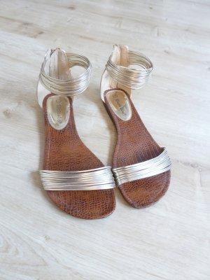 Riemchen Sandalen gold Blogger Style