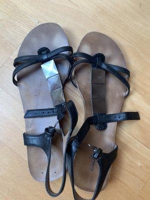Riemchen Sandalen mit glänzenden Quadarten. Grösse 38