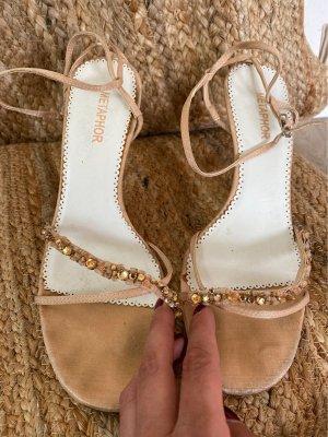 Riemchen- Sandalen mit Perlenbesatz, nude