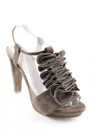 Strapped pumps grey brown casual look