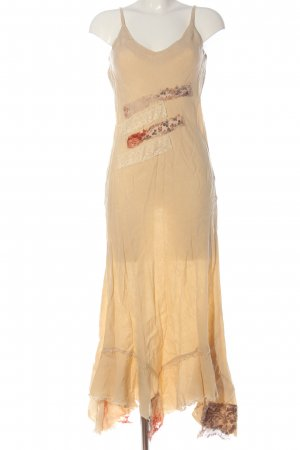 Rinascimento Vestido largo crema look casual