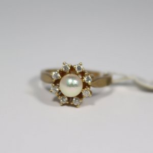 Ring 333 Gelbgold mit Perle ca 5mm und 8x Zirkon. Gr. 53. Unbenutzt. UVP 497€