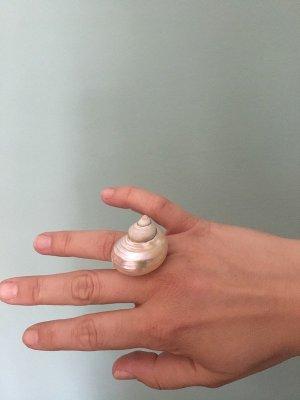 Anello di fidanzamento beige chiaro-bianco sporco