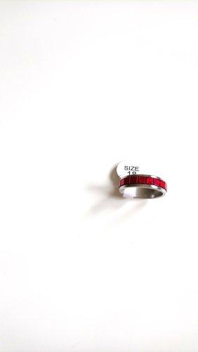 Ring aus Stahl(Edel) mit roten Steinen