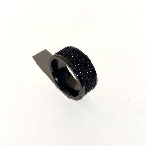 Ring aus stainless steel mit Rochen