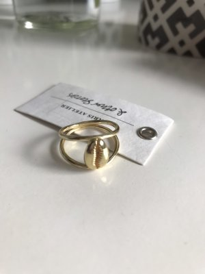 Ring Gold &otherstories Muschel