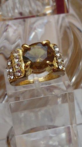 Ring Goldfarbe mit Olivgrünen Stein und Strasssteine Gr.18