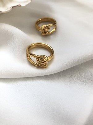 Złoty pierścionek złoto