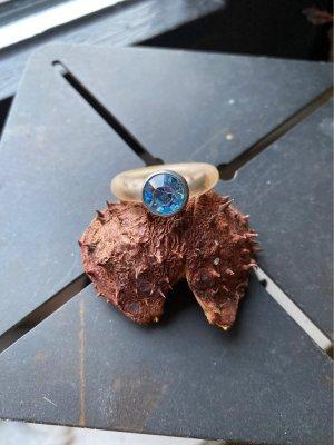 Bague incrustée de pierres bleu azur-bleu acier