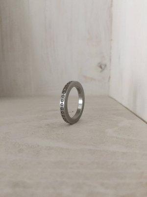 Ring mit umlaufenden Zirkonia