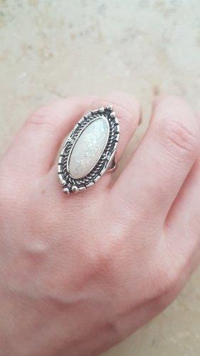 Ring silberfarben / weißer Stein / Boho Vintage