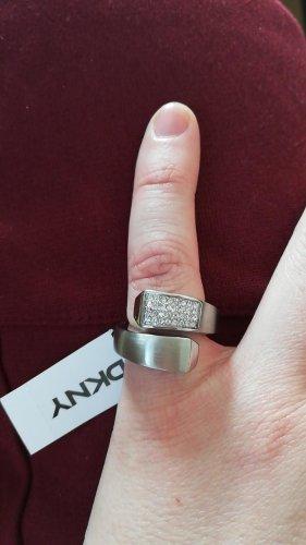 Ring von DKNY, neu mit Etikett
