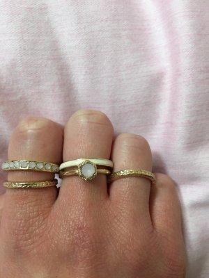 Zdobiony pierścionek złoto-w kolorze różowego złota