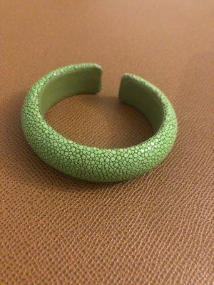 Bracelet de bras vert gazon