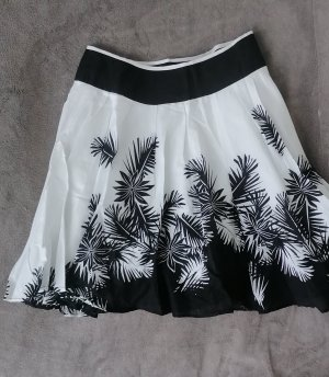 C&A Circle Skirt white-black