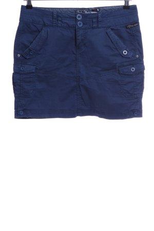 Falda estilo cargo azul look casual