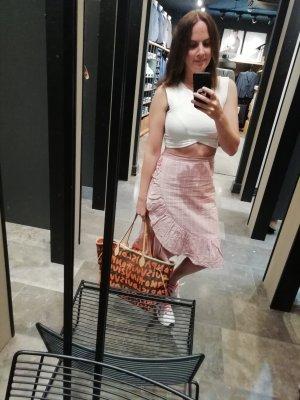 Falda con volantes blanco-rosa empolvado