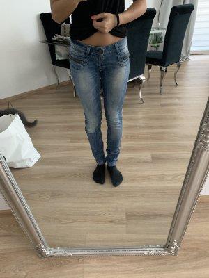 Röhren Jeans