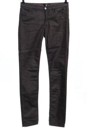 Pantalón de tubo negro look casual