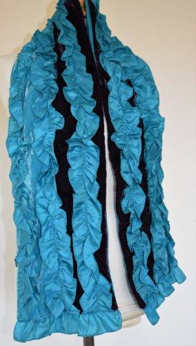 Romantischer Schal mit Rüschen