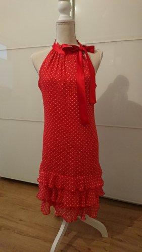 romantisches Kleid mit Pünktchen und Schleife