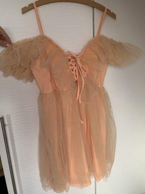 Romantisches Tüll Kleid mit Volant carmen Ausschnitt und Dekolleté zum schnüren schulterfrei