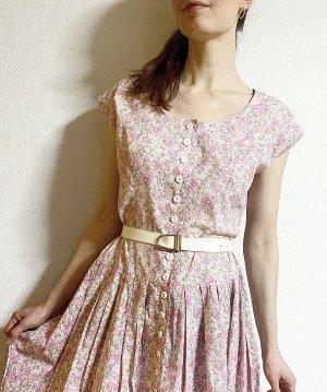 Romantisches Vintagekleid mit Millefleurmuster und Knopfleiste aus Baumwolle
